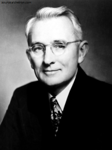 Dale Carnegie 2. How to win Friends and Influence people